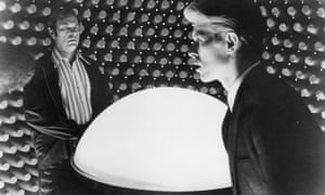 Rip Torn as Dr. Nathan Bryce and David Bowie as the humanoid alien Newton in The Man Who Fell to Earth, 1976
