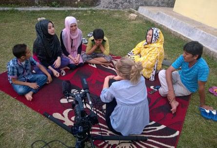Film-maker Eva Orner interviewing a family in Chasing Asylum
