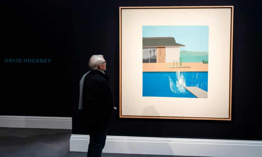 A man looks at David Hockney's The Splash.