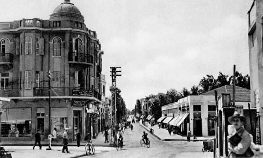 Tel Aviv's Nachlat Benjamin street in the early 1920s.