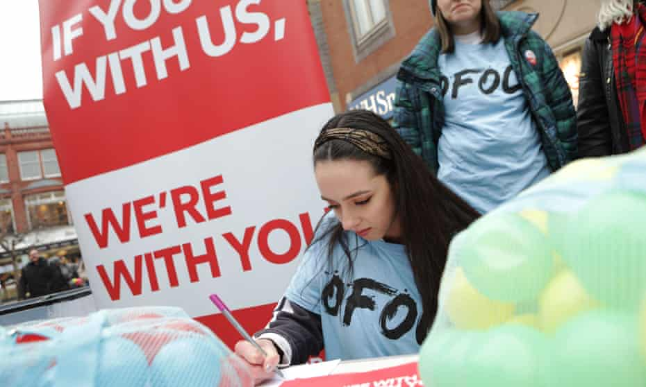Leeds student Aisling O'Connel signs a message to Jeremy Corbyn urging him to back a people's vote.