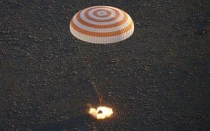 Zhezkazgan, Kazakhstan: The Soyuz TMA-19M capsule descends beneath a parachute