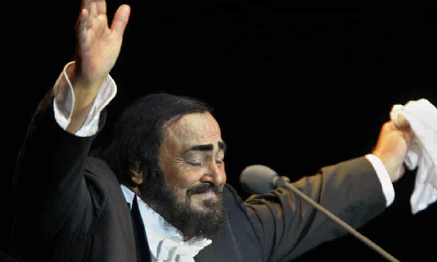 Pavarotti performs in Hamburg in 2004.