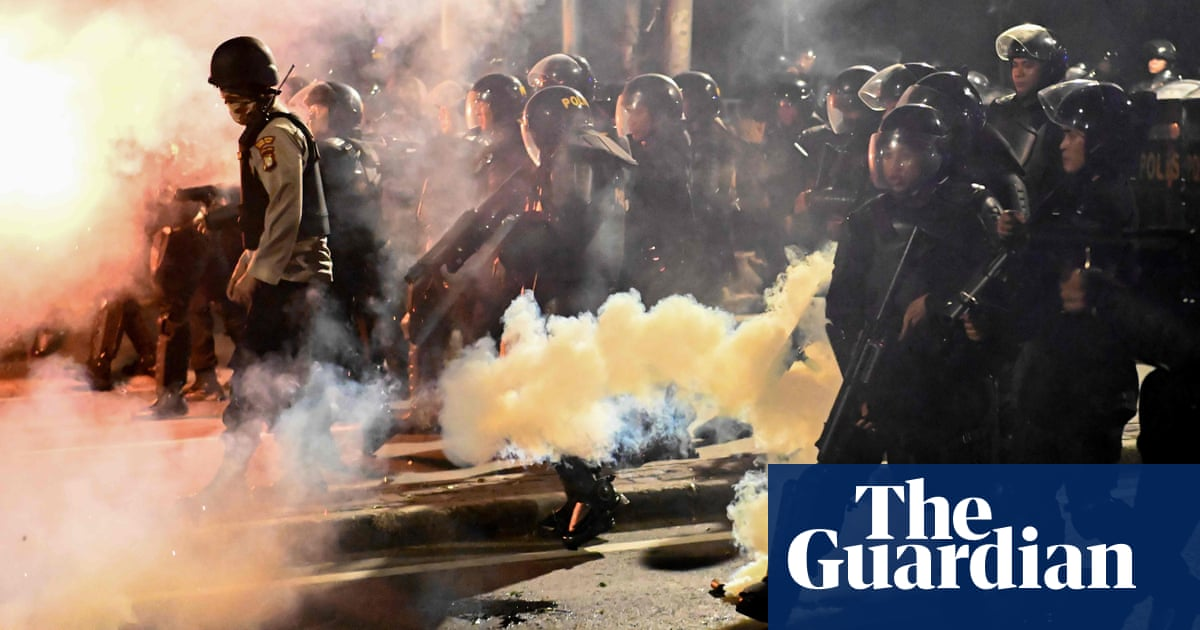 Indonesia riots: protesters clash with security forces over election result