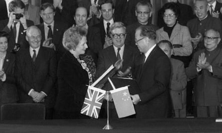 1984: British Prime Minister Margaret Thatcher and Chinese Premier Zhao Ziyang agree on a Hong Kong handover in 1997.