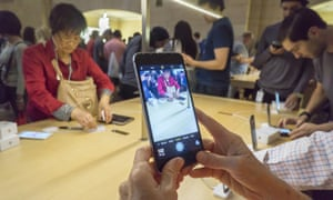 Inventories of Apple the iPhone 6s and 6s Plus have reportedly piled up.