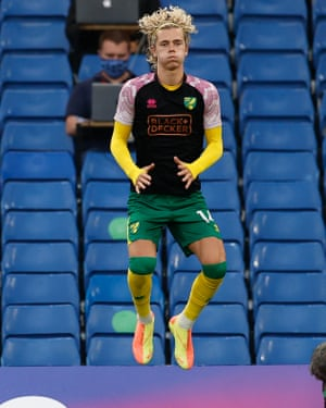 Todd Cantwell of Norwich City warms up.