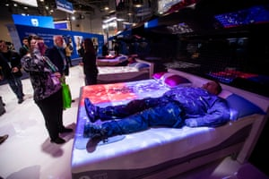 Visitors test the Climate 360 connected mattress