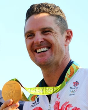 Justin Rose holds his gold medal.