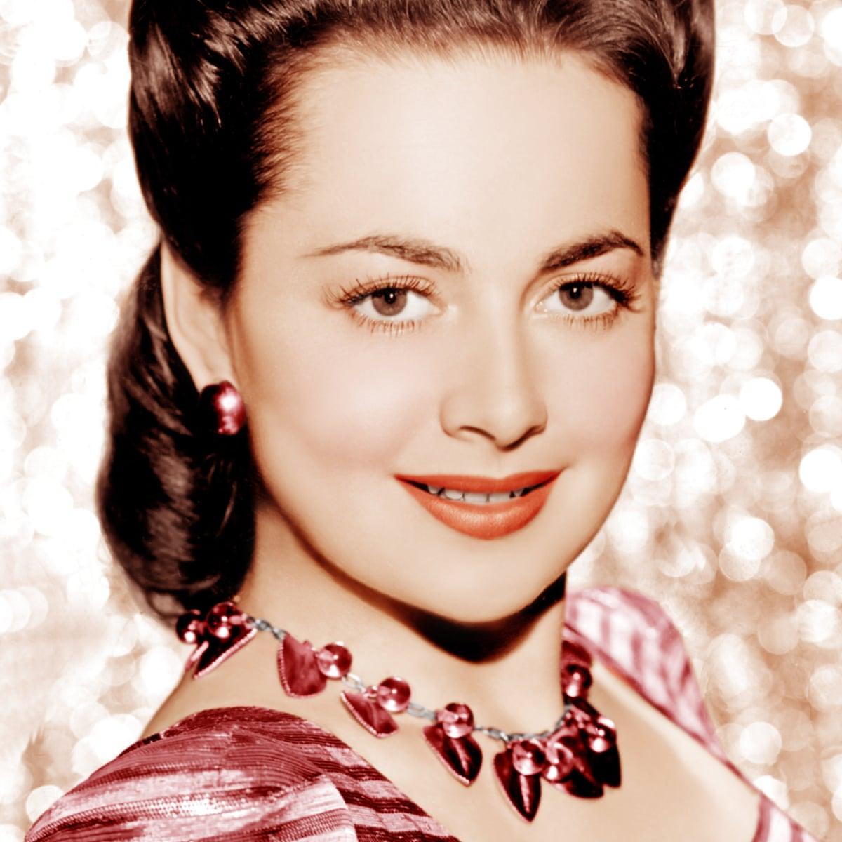 Olivia De Havilland Hollywood S Queen Of Radiant Calm Peter Bradshaw Film The Guardian