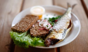 smoked herring with egg and rye bread