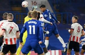 Thiago Silva heads in Chelsea's third goal.