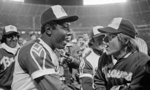 It's 8 April 1974, and Tom House congratulates Hank Aaron on his 715th home run hit. In eight years, with three teams, House won only 29 games.