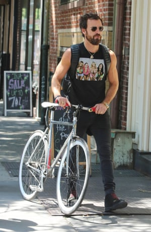 Justin Theroux wears a Spring Breakers movie tank.