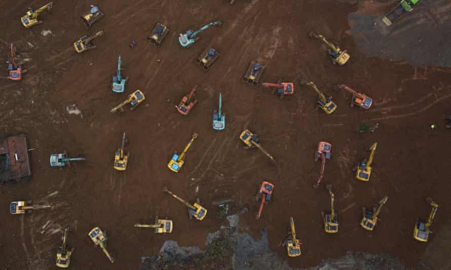 Diggers begin constructing a new 1,000-bed hospital in Wuhan in record time.