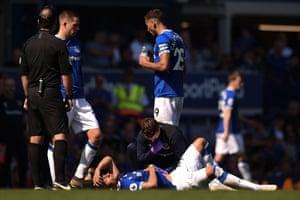 Richarlison lies injured.