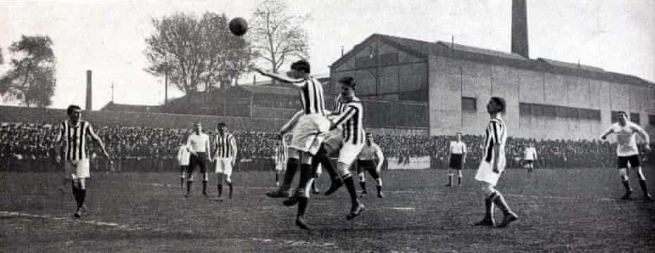 Red Star playing Tottenham Hotspur at Saint-Ouen in 1913. Spurs, wearing white, won 2-1.