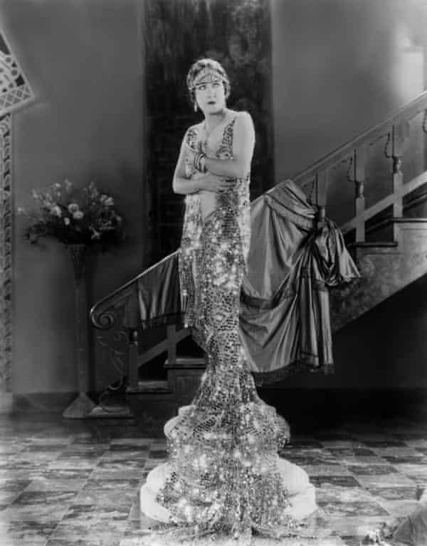 On a pedestal … Gloria Swanson in 1926.