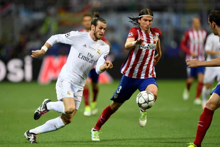 Filipe Luis battles with Gareth Bale during Atlético's Champions League final defeat by Real Madrid in 2016.