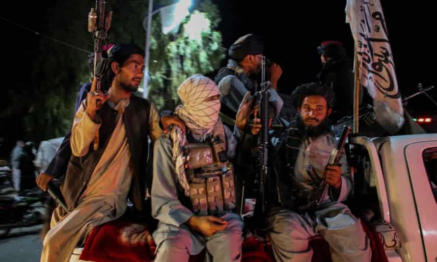 Fuerzas talibanes en guardia en Kabul