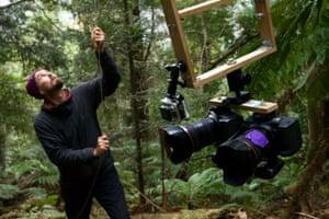 Photographer Steven Pearce prepares his camera suspension system