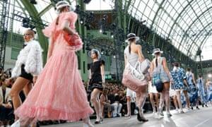 edbe5ffbdb0 Lagerfeld retains Coco Chanel strengths in Paris fashion week spectacle