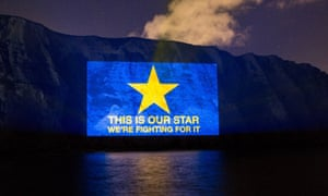 Brexit SOS. projection on White Cliffs of Dover by Led by Donkeys, 4 April 2019.