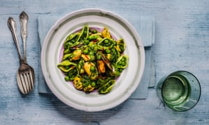Mussel, spinach and pea pasta.