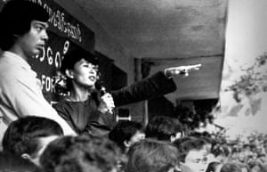Aung San Suu Kyi addresses thousands of people at a rally in Yangon in 1989