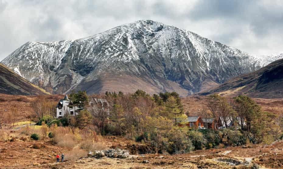 View of the snow-sprinkled hill,Beinn Dearg Mòr in the Scottish Highlands.
