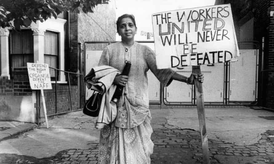 Jayaben Desai holding a placard in 1977