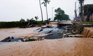 Τα πλημμύρα κατέστρεψαν δρόμους στο Ντίλι του Τιμόρ-Λέστε.