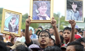 Supporters in Myanmar's capital Naypyidaw rally to the defence of Aung San Suu Kyi after attacks on her in the west.