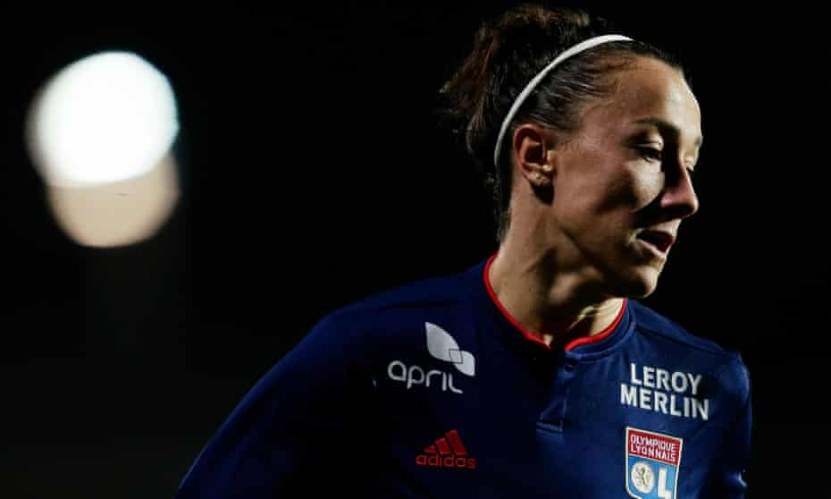 Lyon and England full-back Lucy Bronze is rated the best player in the world by her national manager, Phil Neville.