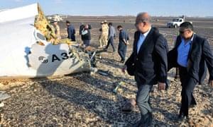 Egypt's prime minister, Sherif Ismail visits the Metrojet crash site in the Sinai desert
