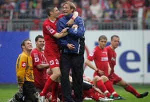 Jürgen Klopp and his Mainz players celebrate a Bundesliga win over Kaiserslautern in 2005.