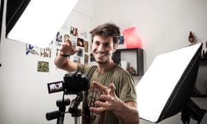Leo Grasset making a youtube video