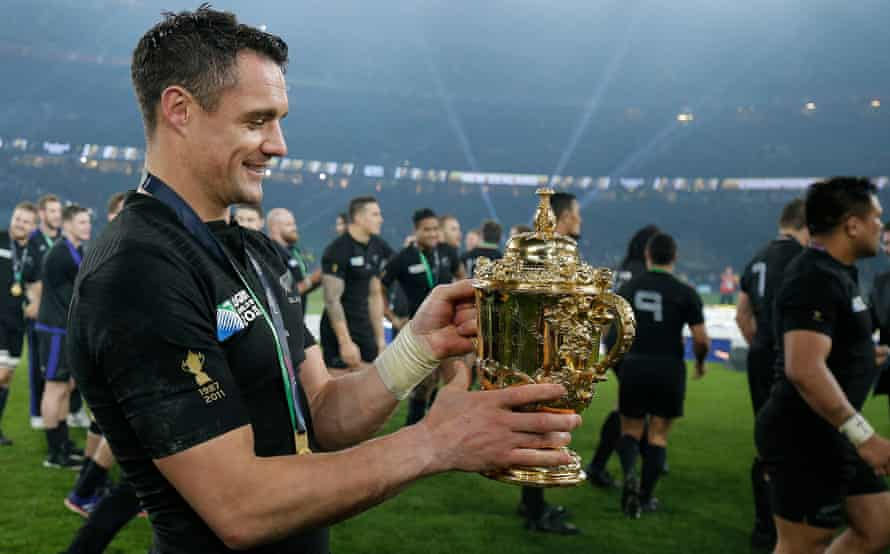 Dan Carter holds the trophy after New Zealand's victory against Australia in the 2015 Rugby World Cup final