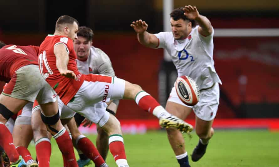 """Ellis Genge attempts to charge down a kick from Wales' Gareth Davies. The England forward said: """"Don't know why I'm not clapping in that tunnel must be deep in thought, utmost respect for the Welsh.'"""