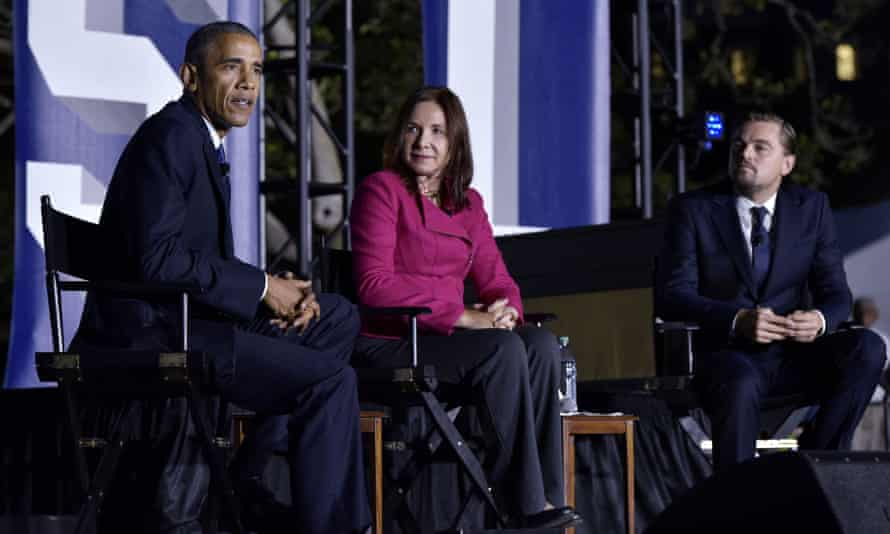 Barack Obama discusses climate change with scientist Katharine Hayhoe and actor Leonardo DiCaprio.