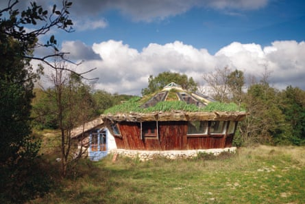 A bioclimatic 'conference room' that Rosell built near his house in the Cevennes.