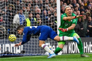 Chelsea's Christian Pulisic beats Crystal Palace goalkeeper Vicente Guaita with a header as Chelsea win 2-0 for their sixth league win on the bounce.