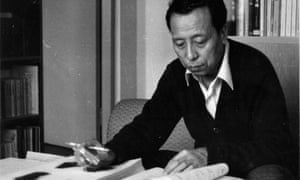 Li Xueqin in his office at Tsinghua University. Two of his books, Eastern Zhou and Qin Civilizations (1985) and Chinese Bronzes: A General Introduction (2000), were published in English.