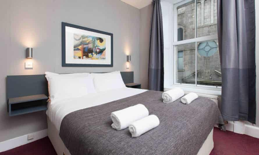A bedroom at Citi Hotel, Aberdeen