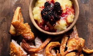 Salt and sweet: pork crackling with blackberry and apple.