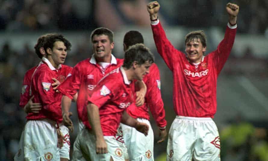 Manchester United celebrate Ryan Giggs's goal at Elland Road in April 1994