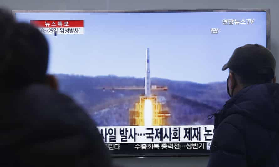 South Koreans watch a news program about North Korea's rocket launch plans at a Seoul railway station.
