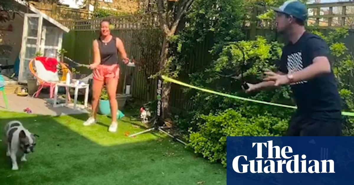 Tennis fans take up Andy Murray's lockdown volley challenge – video - the guardian