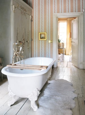 Stars and stripes: the opulent bathroom.