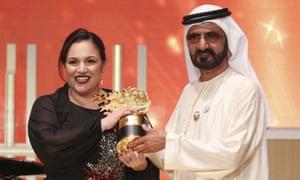 Zafirakou accepting the award in Dubai from the city's ruler, Sheikh Mohammed bin Rashid al Maktoum.